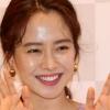 송지효, 봄을 부르는 화사한 미소