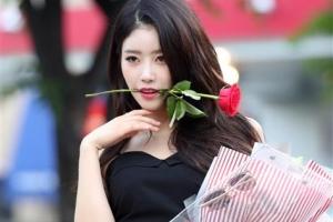 러블리즈 이미주, '붉은 장미의 유혹'