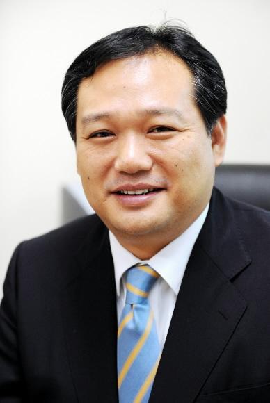 [열린세상] 영어강의는 정신나간 짓이다/김무곤 동국대 신문방송학 교수
