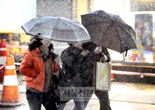서울의 첫 눈은 언제올까.