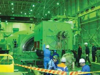 최근 부산 기장 고리원전 2호기에서 한국수력원자력 직원들이 원전 안전운전을 위한 내부 점검을 하고 있다. 한국수력원자력 제공
