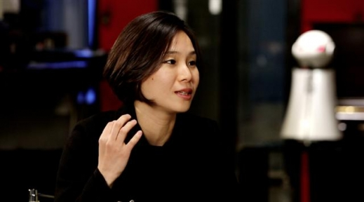 따뜻한 마음을 전하는 감성 로봇을 만드는 로봇 디자이너 곽소나 교수. 아리랑TV 제공