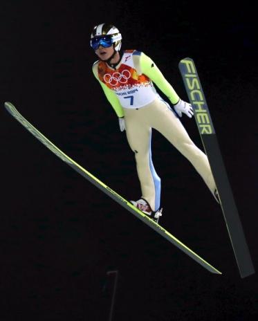 김현기 날다  김현기(31·하이원)가 10일 러시아 소치 루스키 고르키 점핑 센터에서 열린 동계올림픽 스키점프 남자 노멀힐 개인전 1라운드에서 도약대를 박찬 뒤 안정된 자세로 날고 있다. 소치 연합뉴스
