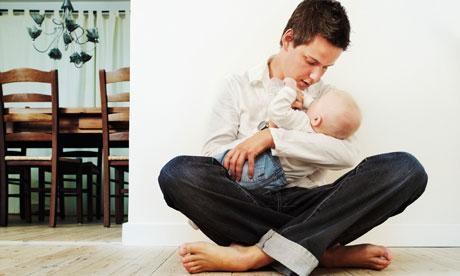노르웨이에서는 남성들이 일을 쉬며 육아에 전념하는 게 자연스러운 현상이 됐다. 전 세계에서 처음으로 1993년 육아휴직 아빠할당제를 도입한 덕이다. 아이가 태어났을 때 남편이 4주 동안 육아휴직을 가지 않으면 아내도 육아휴직을 못 가도록 강제했다. 아빠할당제 기간은 꾸준히 늘어나 2011년 14주로 늘어났다. 노르웨이 노동부 제공