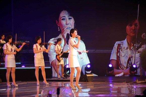 공연하는 모란봉악단