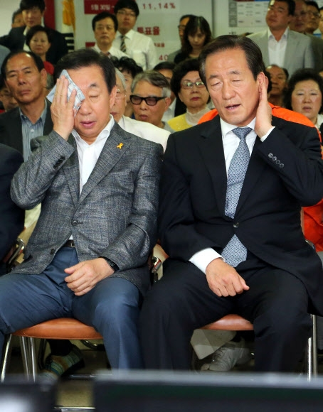 땀 닦는 정몽준 후보와 김성태 서울시당위원장