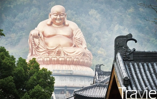 과거 설두산은 중국 선종의 성지와도 같은 곳이었다. 지금도 설두사에는 56m에 달하는 세계 최대의 미륵불상이 위용을 자랑하고 있다