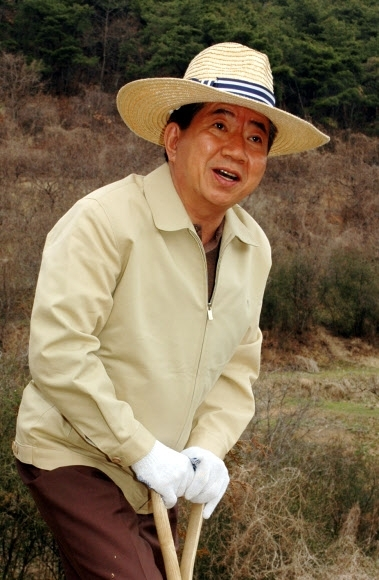 오는 23일 고 노무현 전 대통령 서거 8주기 고향 경남 봉하마을에서 소박한 삶을 살았던 노무현 전 대통령. 노무현재단 제공