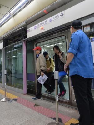 서울 종로5가역 5호선 열차 멈춰 서 ※이 사진은 기사와 관련 없는 내용의 자료사진입니다. 서울신문DB