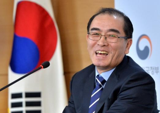 자유 만난 환한 미소 태영호 전 주영 북한대사관 공사가 기자회견 중에 미소를 짓고 있다. 사진공동취재단