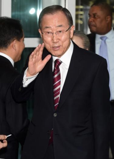 반기문 전 유엔사무총장이 12일 인천공항을 통해 입국하고 있다. 박윤슬 기자 seul@seoul.co.kr