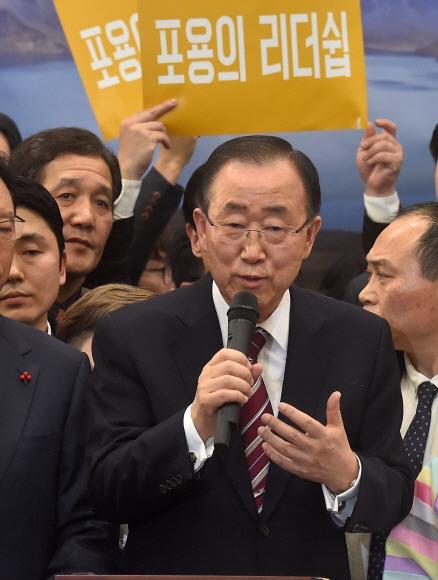 12일 오후 인천공항을 통해 귀국한 반기문 전 유엔사무총장이 귀국 기자회견을 하고 있다. 박윤슬 기자 seul@seoul.co.kr