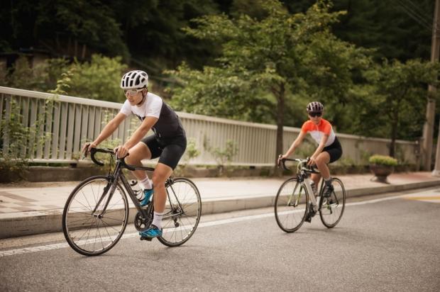 허리 등 자세가 중요한 자전거 타기