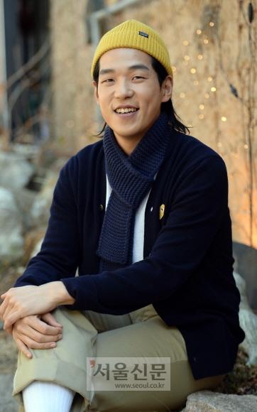 """연극 '남자충동'에서 '달수'를 연기하는 박광선은 """"당장 연기파 배우가 되어야겠다는 생각보다 어떻게 하면 무대 위에서 매력적인 사람으로 보일 수 있을지 고민하고 있다""""고 말했다. 이언탁 기자 utl@seoul.co.kr"""