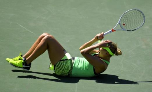 러시아의 Elena Vesnina가 19일(현지시간) 미국 캘리포니아주 인디언 웰스에서 열린 'BNP 파리바스 오픈 테니스 토너먼트' 여자 결승전에서 러시아의 Svetlana Kuznetsova를 이기고 승리의 기쁨을 만끽하고 있다. AP 연합뉴스