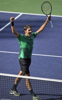 환호하는 로저 페더러 테니스 황제 로저 페더러가 20일(한국시각) 미국 캘리포니아 인디안 웰스에서 열린 남자 프로테니스(ATP)투어 BNP 파리바오픈 결승에서 같은 스위스 국적의 스탄 바브링카를 이긴 뒤, 포효하고 있다.AP=연합뉴스