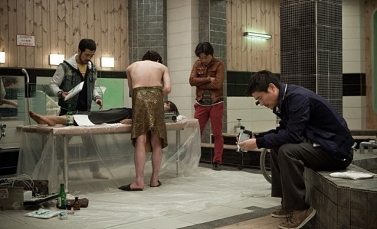 파룬궁이란 사진=영화 '공모자들' 스틸컷