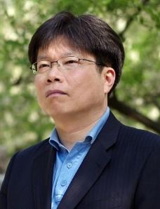 유성호 문학평론가·한양대 국어국문학과 교수