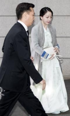 정대선-노현정 내외, 고 정주영 명예회장 제사 참석