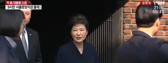 박근혜 전 대통령 자택서 나와…검찰 청사로 출발 출처=YTN 화면 캡처