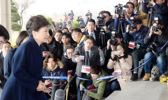[박근혜 소환] 포토라인 지나는 박 전 대통령