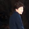 """검찰, 朴 수사기록·증거 검토 총력…신병처리 시기 """"말하기 어려워"""""""