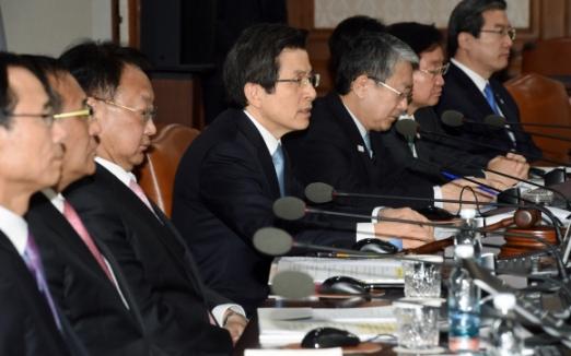 황교안 대통령 권한대행이 21일 정부서울청사에서 제14회 국무회의를 주재하고 있다. 2017. 03. 21 안주영 기자 jya@seoul.co.kr
