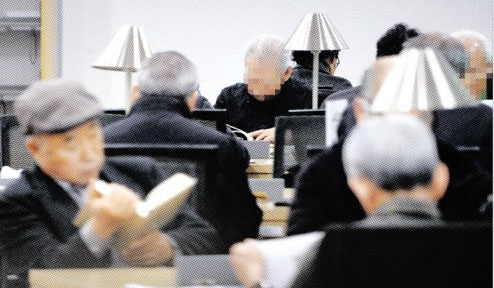 4월부터 기초연금 월 3900원 인상…최고 20만 9900원 서울도서관에서 머리가 희끗한 노인들이 책을 읽고 있다. 박윤슬 기자 seul@seoul.co.kr