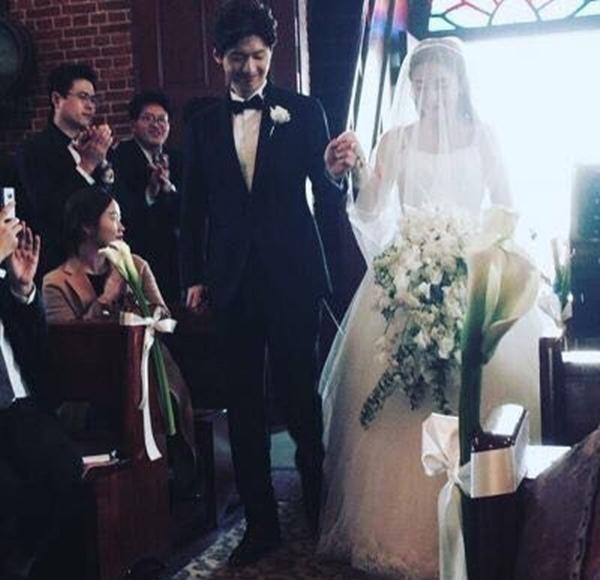 최근 가장 부러웠던 결혼식 9살 연하 훈남과의 결혼으로 뭇 여성들의 부러움을 샀다는 SES 바다의 결혼식. 아니, 엄청, 막 부러운 것은 아니다.