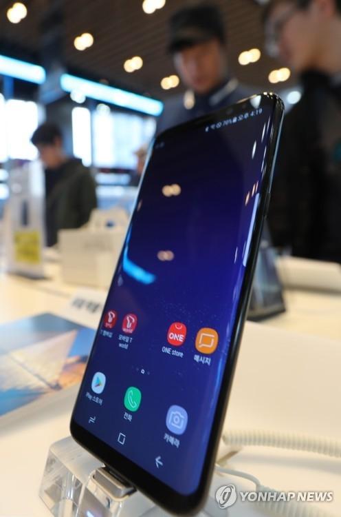 삼성, 갤S8 '붉은 화면' 논란에 소프트웨어 업데이트 [연합뉴스 자료사진]