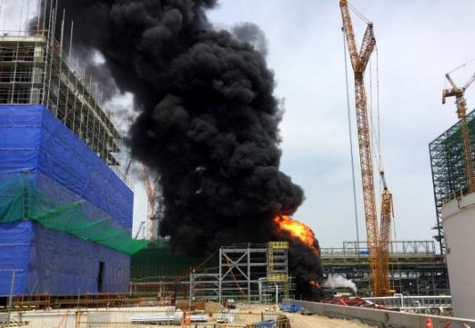 에쓰오일 공사현장서 크레인 넘어져 폭발