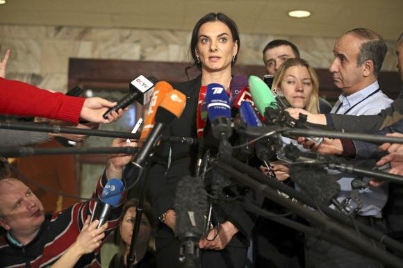 옐레나 이신바예바가 지난해 12월 9일(현지시간) 모스크바에서 취재진의 질문에 답하고 있다. AP 자료사진 연합뉴스