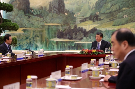 시진핑 중국 국가주석이 19일 오전 중국 베이징 인민대회당 푸젠홀에서 이해찬 중국 특사와 특사단과 면담하고 있다. 연합뉴스