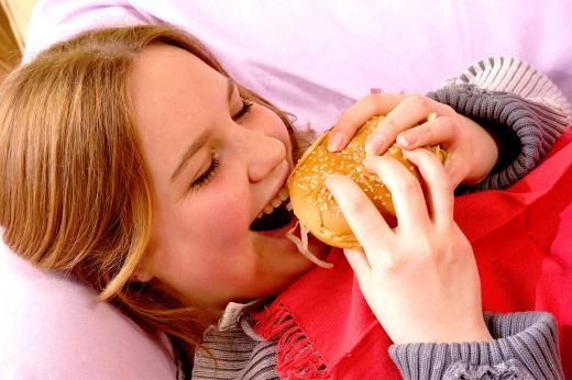 비만은 성조숙증을 일으키는 중요한 요인으로 꼽힌다. 아침식사를 꼭 하고 규칙적으로 식사해야 비만을 예방할 수 있다.  사진=포토리아