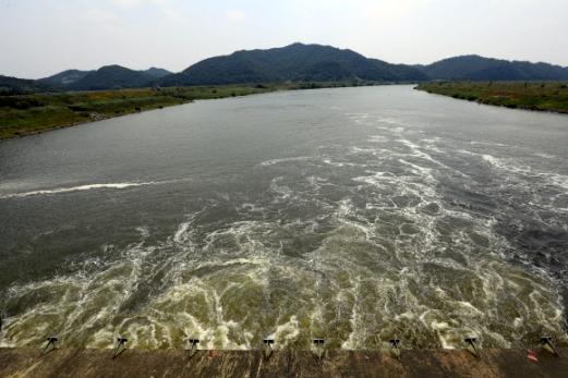 영산강 죽산보 수문개방 '흐르는 강물'