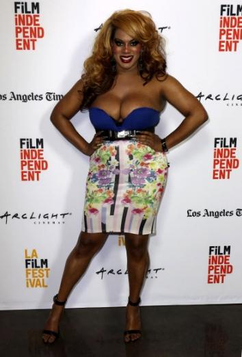 록시 우드가 17일(현지시간) 미국 캘리포니아주 산타 모니카에서 열린 '로스앤젤레스 필름 페스티벌'중 영화 '애니씽(Anything)'의 시사회에 참석해 포즈를 취하고 있다. AP 연합뉴스