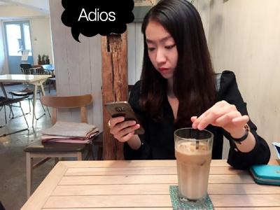 """""""Adios, 슬러시"""" 그간은 커피를 저으면서도 슬러시에 달린 댓글을 확인하는 나날이었다. 분에 넘치게 행복했다. 마지막이니까 좀 사기여도 찰떡같이 잘 나온 사진을 넣어 봤다. 사진=취미는교환특기는환불 제공"""