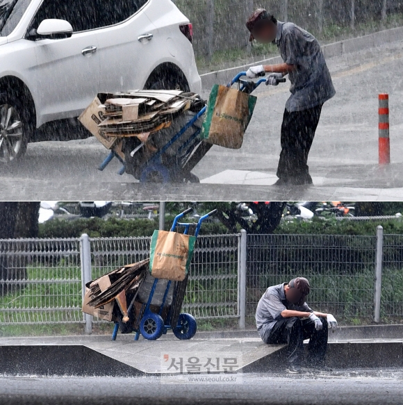 네티즌 울린 '비에 젖은 폐지'… 가족 찾았다 무더위가 기승을 부린 14일 서울 사당역사거리에 갑작스레 강한 비가 내렸다. 때마침 폐지를 모아 수레에 싣고 길을 건너던 한 노인은 속수무책으로 비를 맞았다. 그러다 비에 젖어 폐지가 무거워지자 옮기는 것을 멈추고 체념한 듯 인도에 주저앉아 고개를 떨궜다. 노인에게 다가가 우산을 건네주고 돌아섰지만 부모님 생각에 내내 가슴이 먹먹했다. 곧바로 이 사진을 포털사이트에 올리자 2200개가 넘는 격려의 댓글이 쏟아졌다. 집 근처에서 폐지를 줍던 이 노인은 초기 치매 증상 탓에 길을 잃어 전날 가족들로부터 실종신고가 됐고, 이 사진으로 인해 가족의 품으로 돌아갈 수 있었다. 박지환 기자 popocar@seoul.co.kr