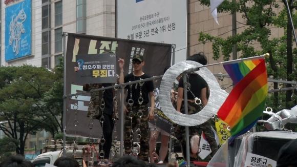 15일 서울 도심서 펼쳐진 퀴어 퍼레이드. 김형우 기자 hwkim@seoul.co.kr