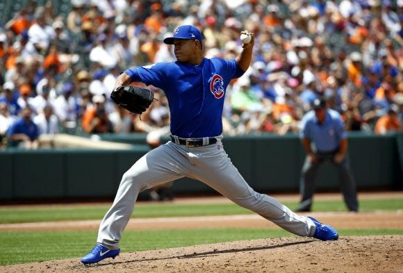 시카고 화이트삭스에서 컵스 유니폼으로 갈아입은 호세 킨타나가 16일(이하 현지시간) 볼티모어와의 미국프로야구(MLB) 경기 2회 힘차게 공을 뿌리고있다. 볼티모어 AP 연합뉴스