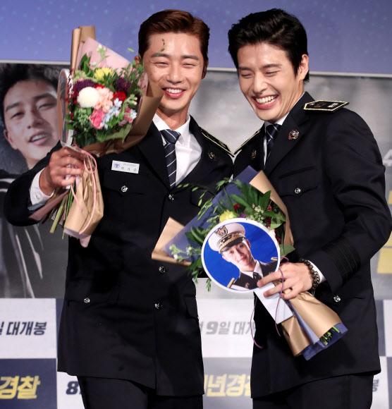 박서준-강하늘, 꽃을 든 남자들