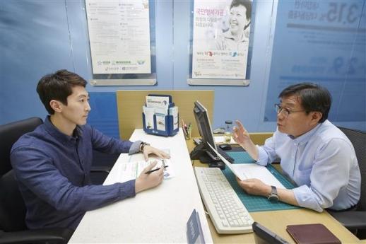 서민금융활성화를 위해 IBK서민금융종합지원센터에서는 저소득 근로자를 위한 상담서비스를 적극 실현하고 있다.