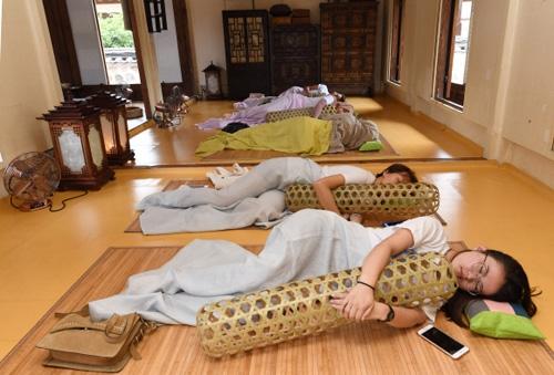 과도한 학업과 스마트폰 사용 등으로 청소년 수면 시간이 계속 줄어들고 있다. 잠은 불필요한 감정 노폐물을 걸러내는 기능도 하기 때문에 청소년에게는 8시간의 적정 수면이 반드시 필요하다.  서울신문 DB