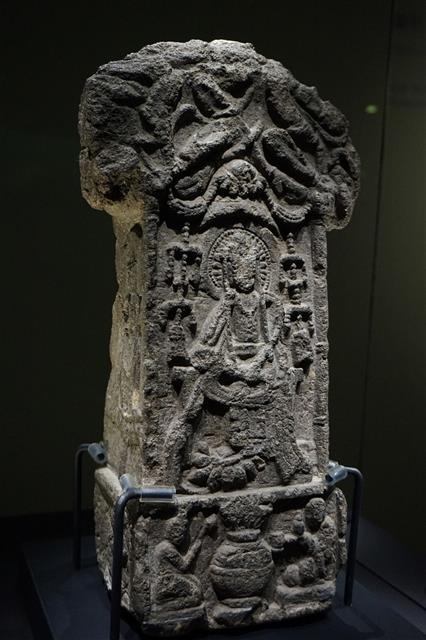 보물 제368호 비암사 미륵보살반가사유비상.(국립청주박물관 소장)