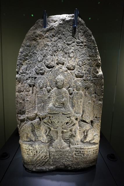 보물 제367호 비암사 기축명아미타불비상.(국립청주박물관 소장)