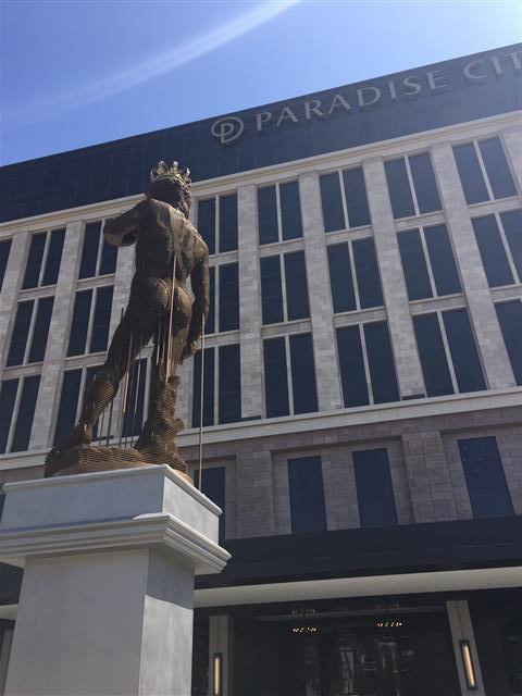 미켈란젤로의 '다비드'를 현대적으로 재해석한 박찬걸의 작품. M컨템포러리 제공