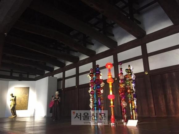 [서울신문] [함혜리 선임기자의 예술산책] 얽힌 역사 너머 예술의 ...