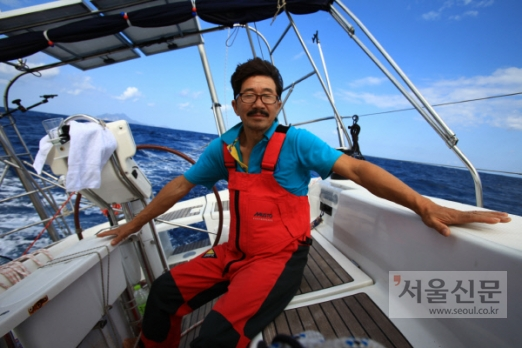 국내 최초로 '무기항·무원조·무동력 요트' 세계 일주에 성공한 김승진 선장