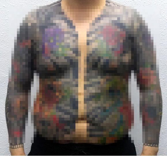 손목까지 한 문신 탓에 5년 전 폭행사건 덜미
