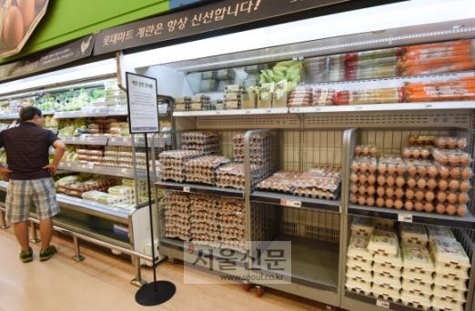 살충제 계란 사태 1달을 맞이하여  계란 소비가 급격하게 줄면서 가격이 가파르게 하락하고 있다. 사진은 서울의 대형 마트 매장. 2017. 09. 14  최해국 선임기자 seaworld@seoul.co.kr